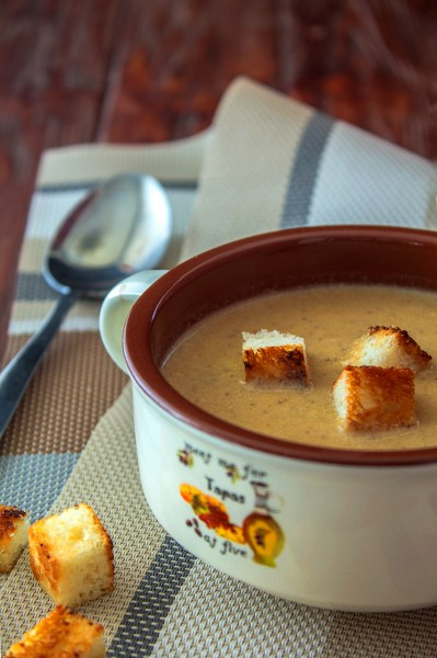 Грибной крем-суп с чесночными сухариками