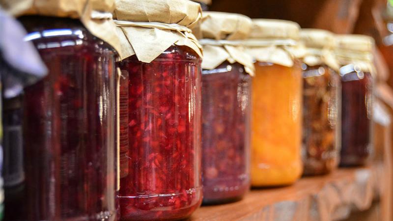 Варенье-пятиминутка в 1 прием из любого вида ягод: никакой длительной варки, все витамины на месте! Превосходно хранится.