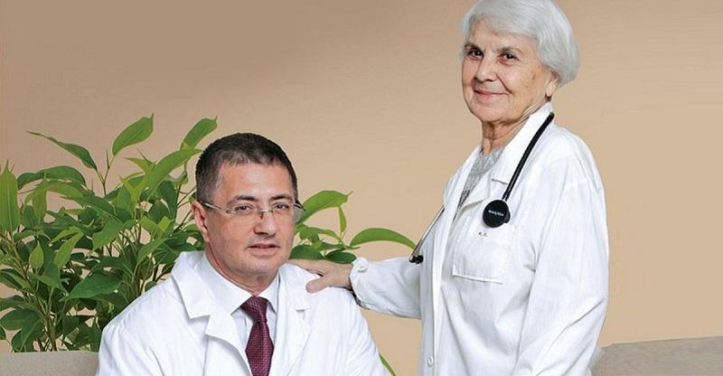 90-летняя мама знаменитого доктора Мясникова: «Мою полы руками и радуюсь каждому дню!» Лучшие советы для здорового долголетия.