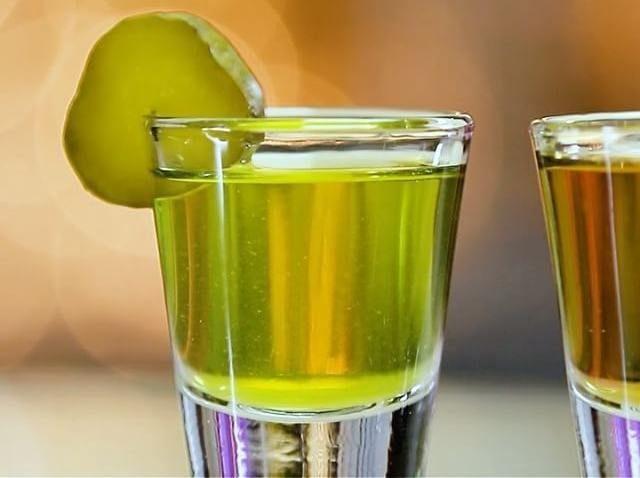 Рассол от всех скорбей: 10 полезных свойств легендарного напитка