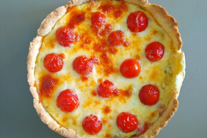 Пирог Киш Лорен с томатами и моцареллой