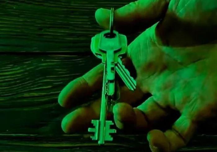 Маленькая хитрость: для чего в ключах высверливают второе отверстие