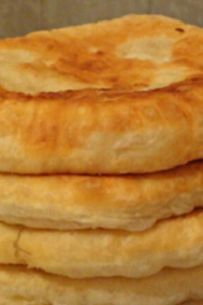 Пышные лепешки на кефире: быстрый рецепт необычайной вкуснятины! Подаю вместо хлеба.