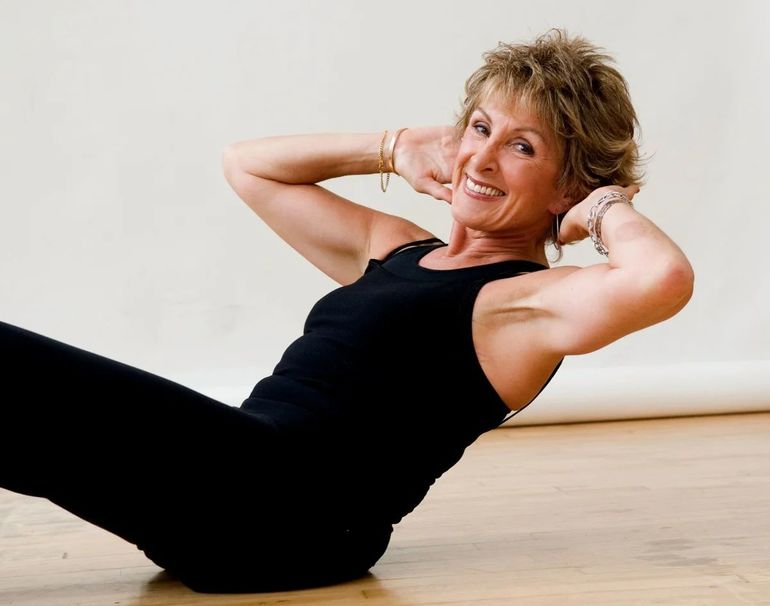 5 упражнений, которые стоит выполнять каждый день всем, кому за 40+