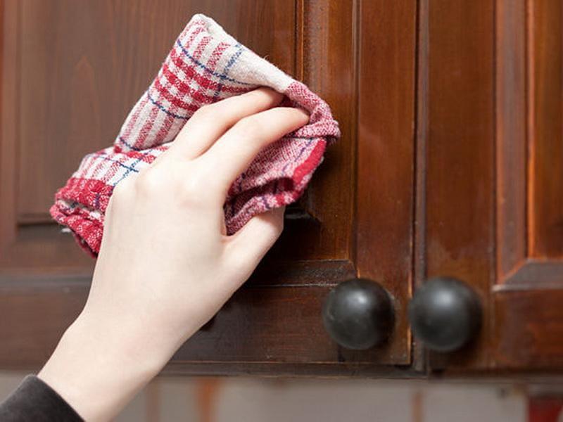 5 быстрых способов очистить кухонные шкафчики от жирного налета. Сама готовлю много, поэтому применяю эти средства регулярно.