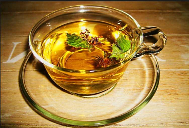 При больной молочной железе поможет травяной чай и компрессы