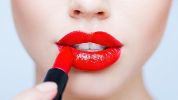 Как с помощью макияжа добавить объём губам