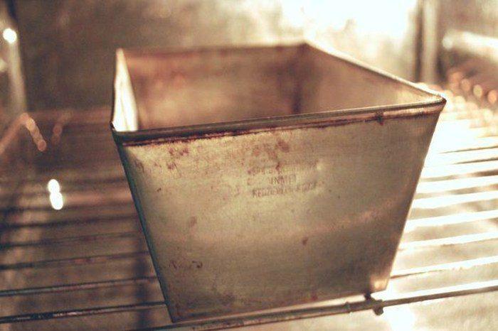 Как очистить загрязнившиеся противень и посуду