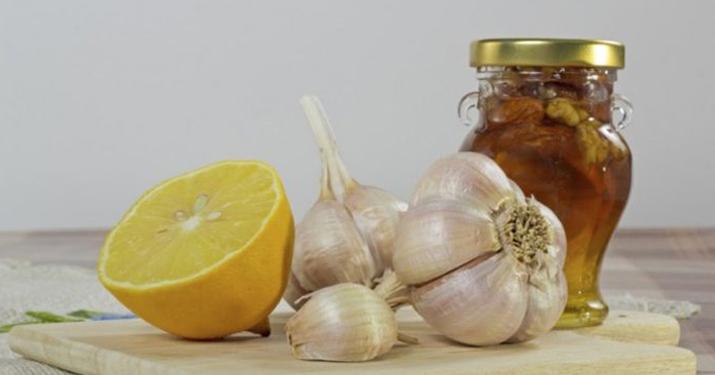 Прочистите артерии с помощью смеси лимона и чеснока!