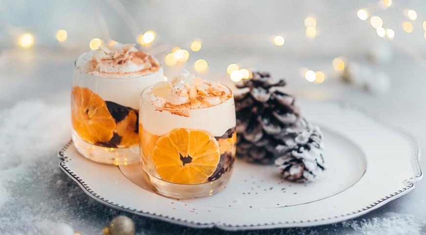 Сливочный десерт с мандаринами и сухофруктами