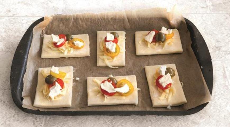 Закусочные квадратики с помидорами