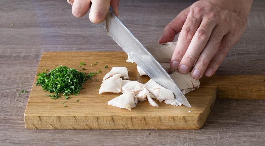 Запеканка из вареной курицы с помидорами в духовке
