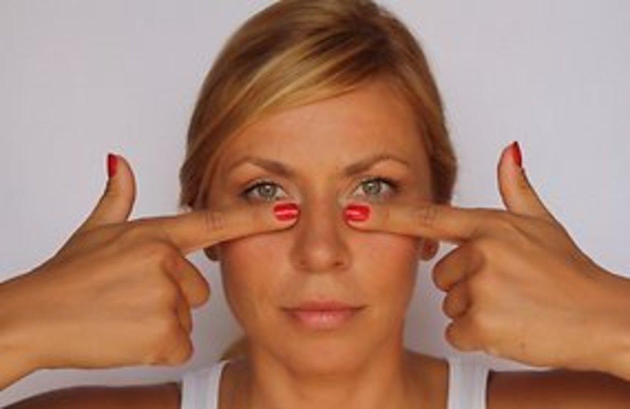 5 проверенных способов, которые уберут синяки, отёки и мешки под глазами