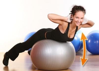 7 эффективных упражнений для сжигания жира на спине и талии всего за 2 недели!