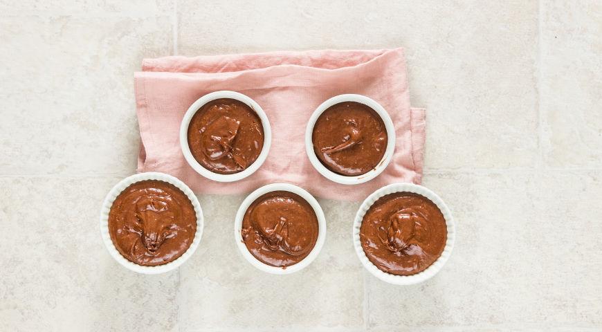 Шоколадные бисквитики с ягодами