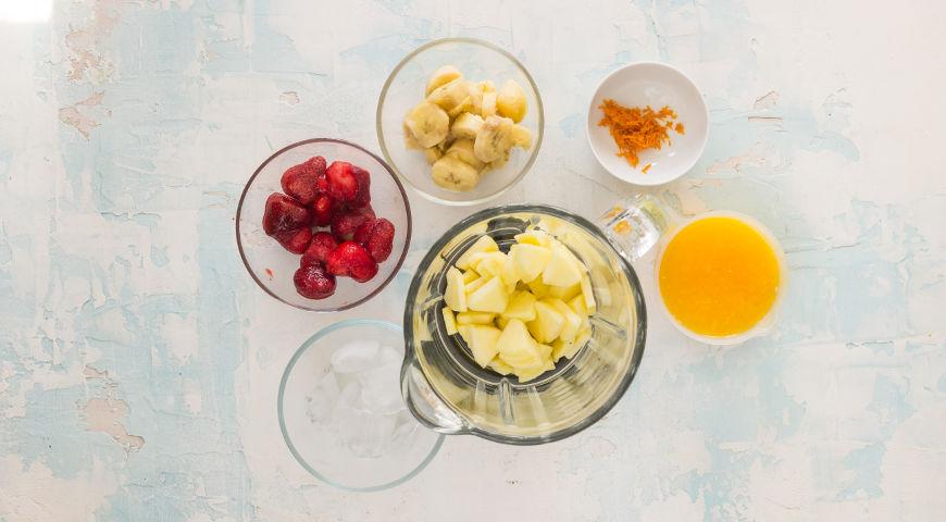 Смузи из банана, апельсинов и клубники