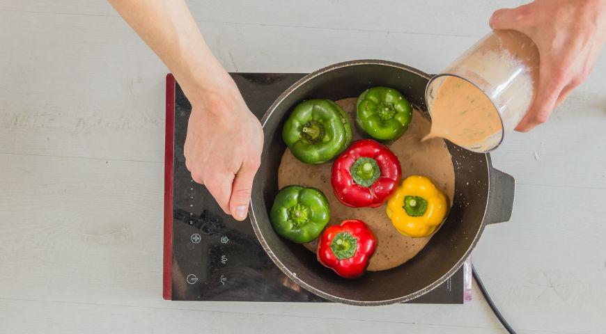 Фаршированные перцы в сметанном соусе