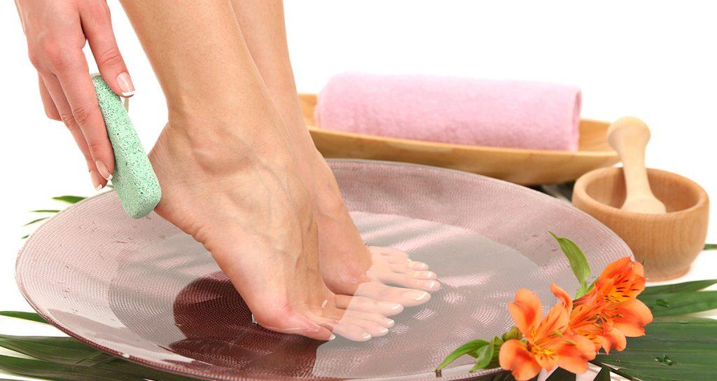 Пятки, как у младенца! Как приготовить волшебную ванночку для ног.