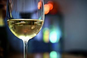 Омолаживающая винная сыворотка для лица и шеи. Рецепт