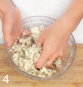 Фрикадельки из трески с йогуртовым соусом