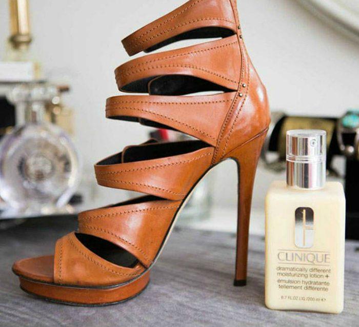 Простые хитрости, которые помогут привести в порядок одежду и обувь
