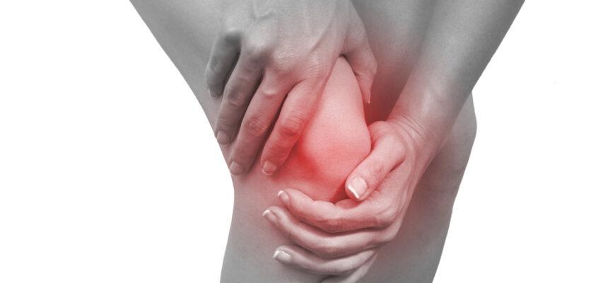 Хруст в коленях: причины и как от него избавиться