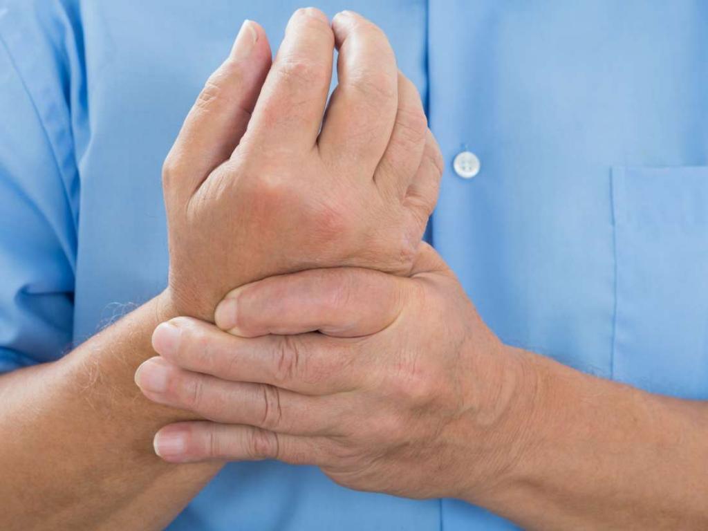 Почему немеют руки: 7 причин сходить к врачу
