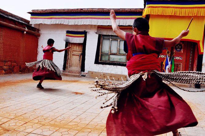 Гимнастика тибетских монахов без Тибета и монастыря