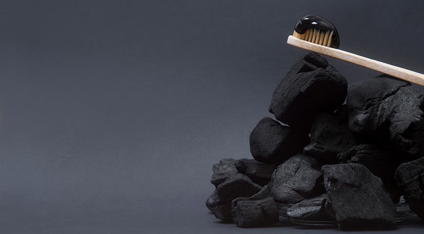 Вред и польза зубной пасты с углем. Правда ли, что она отбеливает зубы?