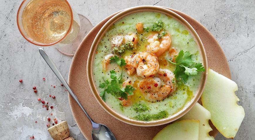 Холодный суп из дыни с креветками