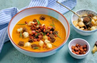 Суп из запеченной тыквы с грудинкой и розмарином